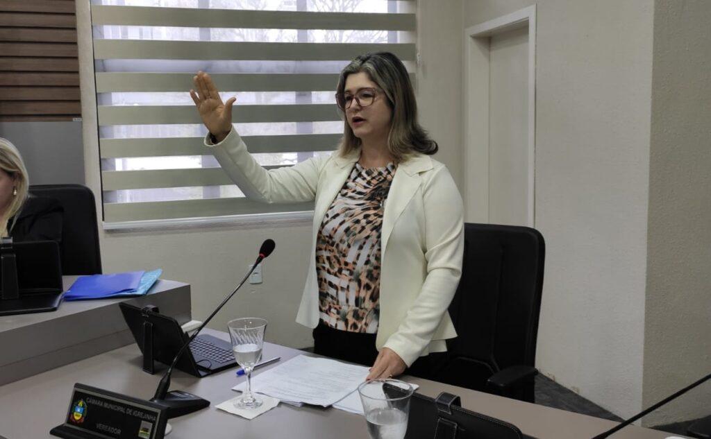 Zeneide Wallauer (MDB) assume como vereadora em Igrejinha
