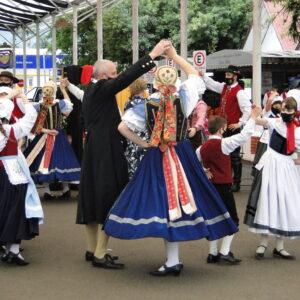 Município de Igrejinha sedia encontro internacional de Danças Folclóricas; veja fotos
