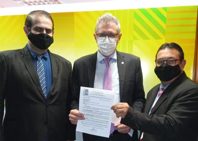 Vice-prefeito Alex Bora viaja a Brasília em busca de recursos para Parobé